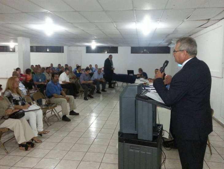 El Superintendente José Caldero López se dirige a los Consejos Comunitarios del Área de Arecibo