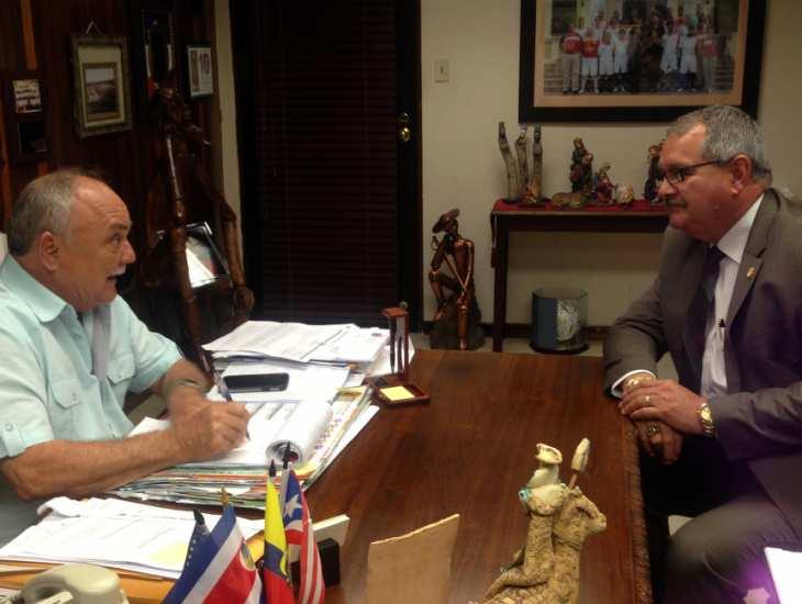 Superintendente Caldero se reune con lacalde de Juncos