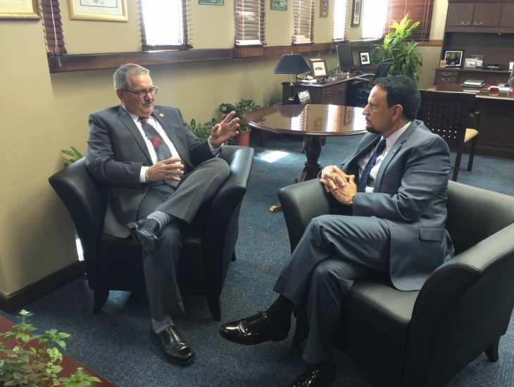 Superintendente se reune con TCA en su oficina