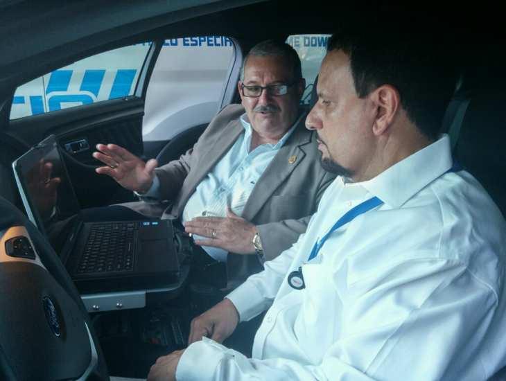 superintendente-muestra-tecnologia-nueva-patrullas-al-tca
